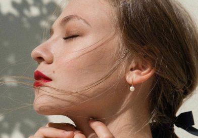 В сети Москвичка Nails появились новые услуги. Теперь здесь можно быстро приве-сти в порядок брови, покрасить ресницы и сделать макияж