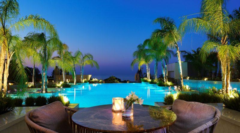 Легендарное Colors Café отеля Four Seasons Cyprus вновь открывает двери для посетителей